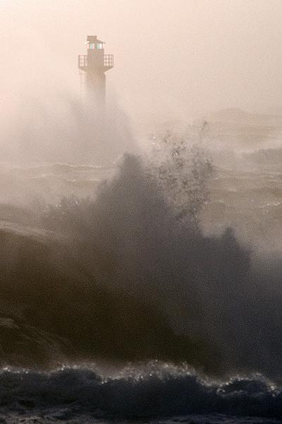 Fyr och vågor
