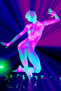 Burning Man...festival v nevadske poušti...Black Rock City...město, které vznikne jako experiment každý rok...50 000 lidí....bez peněz....umění, kreativita....stav mysli...pozitivní vibrace...umění žít život naplno...