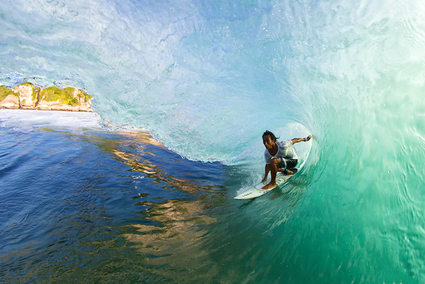 Alik surfing Uluwatu