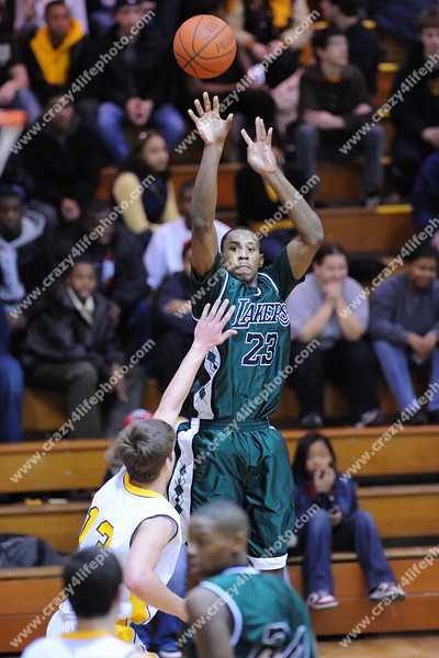 West Bloomfield v. North Farmington<br /> High School Boys Basketball<br /> 2008