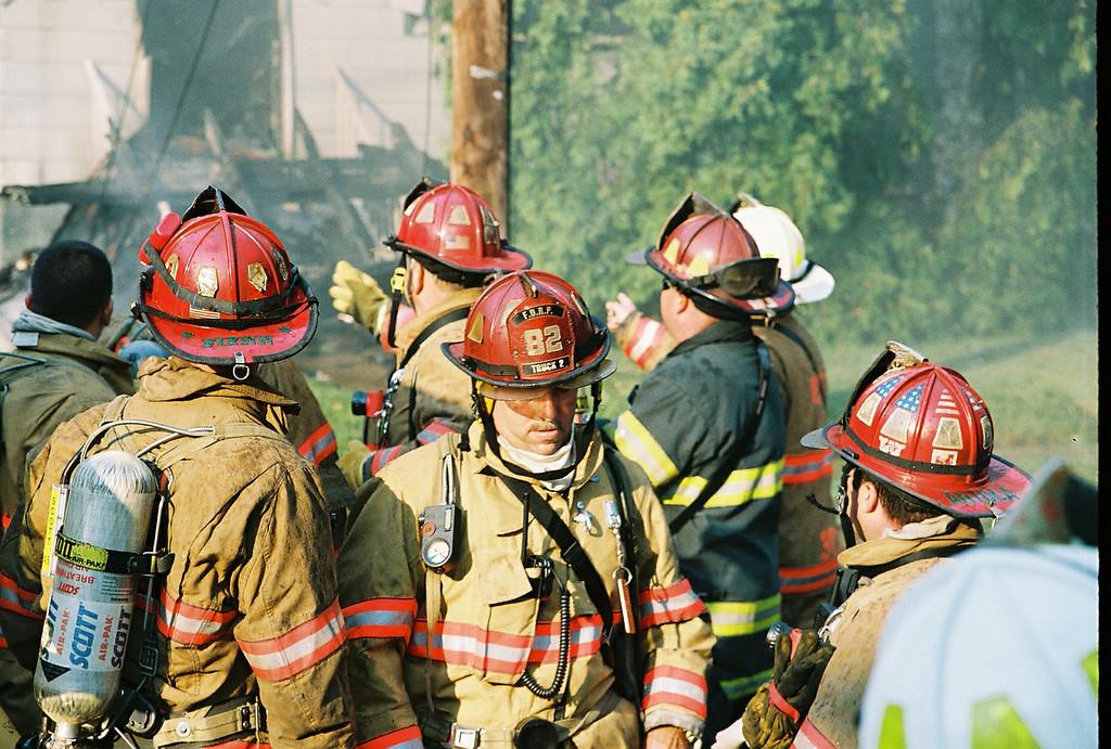 Photo's from Bogota 2nd Alarm Working House Fire Oakwood Rd. LODD 7-15-07
