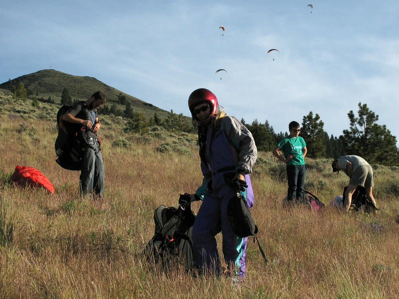 Preparing paragliders to fly the glass-off.
