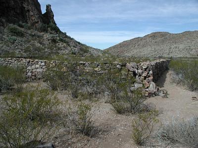 APACHE CANYON Stone corral