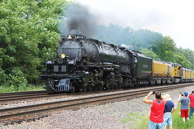 Big Boy 4014 Powers Through Glen Ellyn