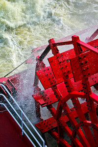 Unlike on some riverboats, the paddlewheel on the American Queen is the main source of propulsion up and down the Mississippi River.