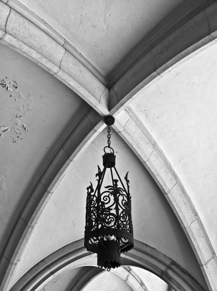 """<span id=""""date"""">_07/13/10_</span> <span id=""""title"""">Vaulted</span> Walkway in Kerckhoff Hall, the cathedral-esque building that was <a href=""""http://www.jawsnap.net/Daily/year3/11272102_ACXDJ#929394325_pnPpq"""">last Friday's daily</a>. I greatly increased the clarity in Lightroom. I'm impressed with how centered I was able to get everything - this shot is not cropped.  <a href=""""http://www.jawsnap.net/Daily/year2/7157835_BfJPF#590583664_xPuqm"""">[last year]</a>"""