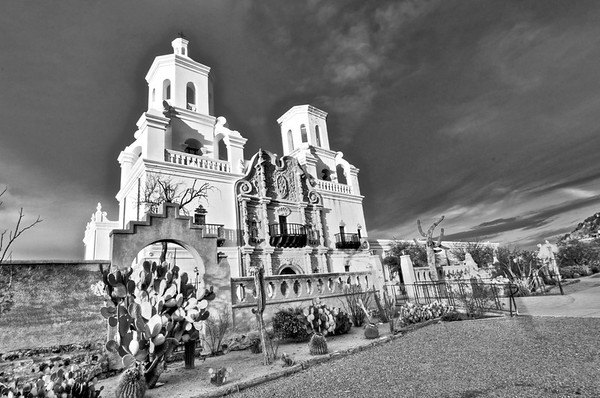 Mission San Xavier del Bac / Black and White
