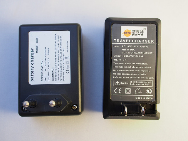The packaged chargers (iSmart Digi left and DSTE right)