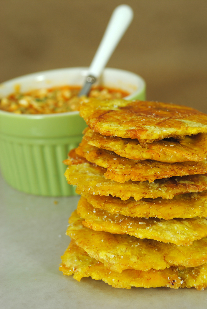 Tostones - one of 30 Cuban food dishes you must try! Discover the other 29.