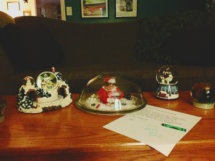 Elf makes himself into a snowglobe. Elf on the Shelf ideas by Carey Pace