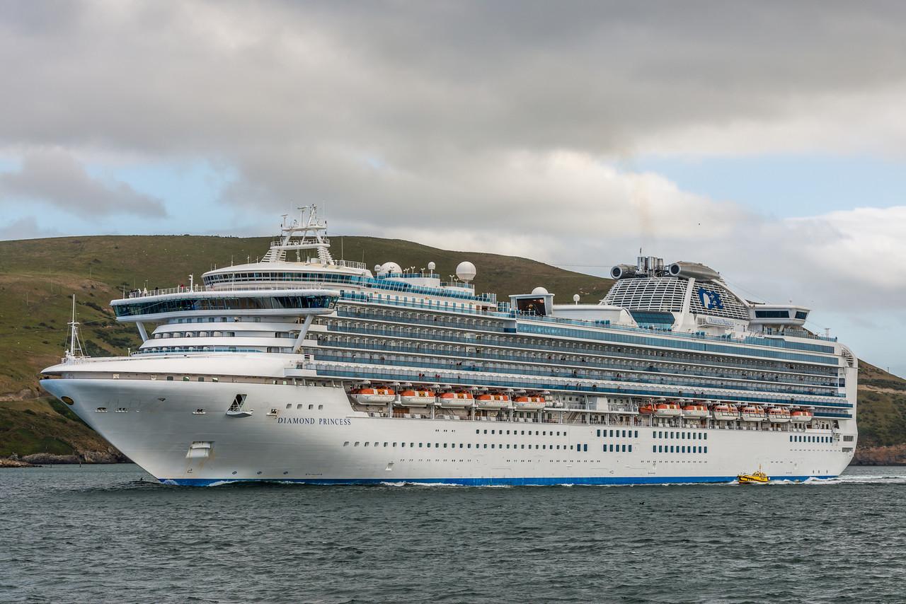 The Diamond Princess leaving Otago Harbour