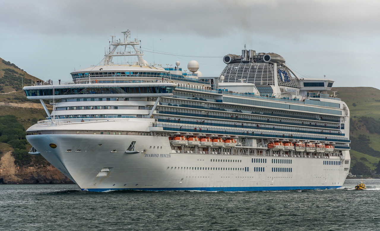 The Diamond Princess leaving Otago Harbour