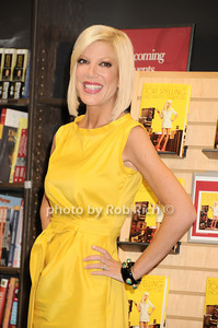 Tori Spelling all photo by Rob Rich © 2010 robwayne1@aol.com 516-676-3939