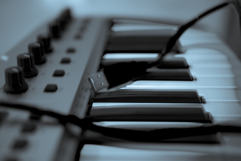 M-Audio 02 Cyanotype