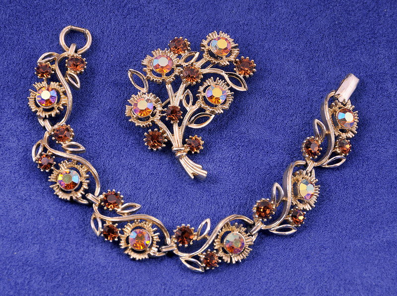 "this is stunning...and in perfect condition.  I found the pin and then recognized the bracelet for sale by someone else   :-)<br /> <br /> Signed Lisner bracelet and brooch.  Bracelet 7 1/4 ""  Wt  26 grams<br /> Pin: 12 grams  2"" long<br /> <br /> Pin: 11.50  Bracelet 16.00"