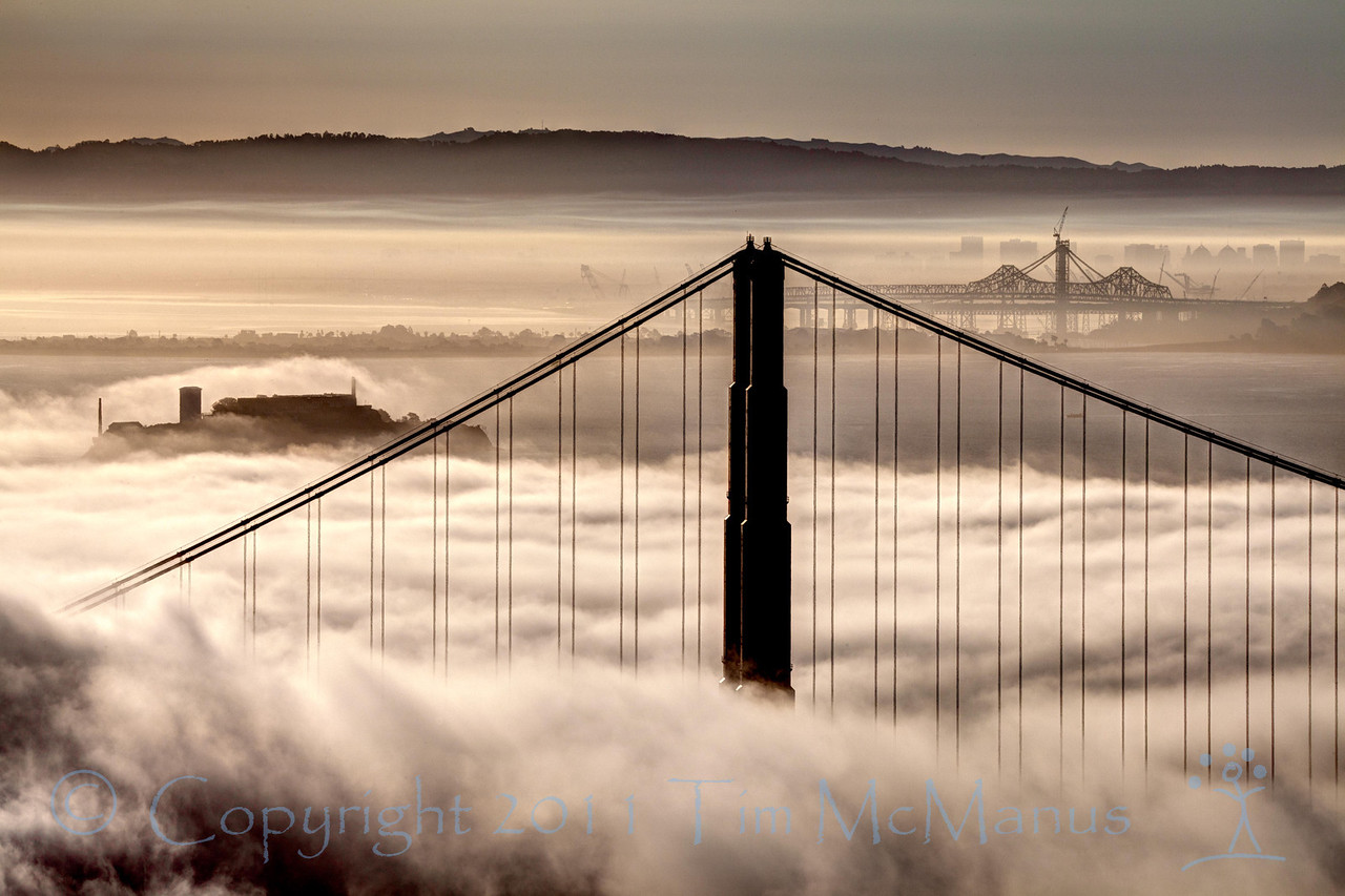 Missed the good light because I slept in, but got this one of the fog-line just dancing back and forth over alcatraz