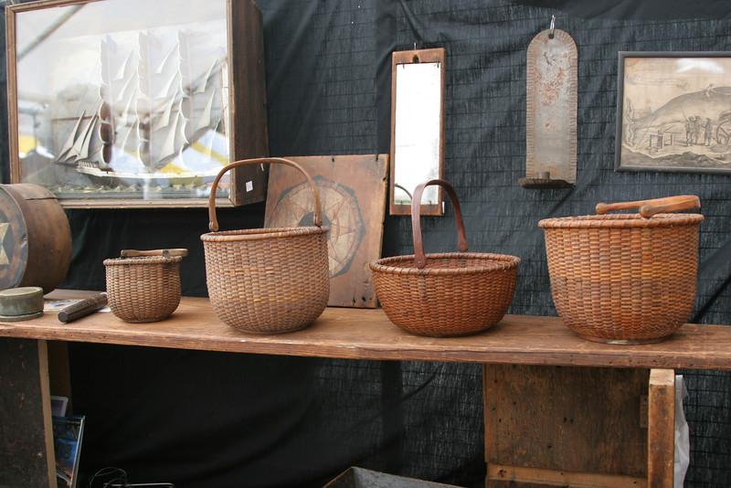 一千多美元一个的篮子。Brimfield Antique Show