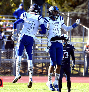 plainville-football-defeats-avon-for-fourth-straight-victory