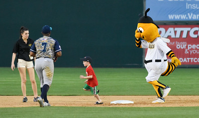 051817  Wesley Bunnell   Staff  New Britain Bees vs the Bridgeport Bluefish on Thursday evening. A young fan races Sting around the bases.
