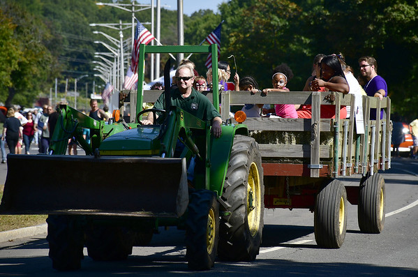 9/21/2019 Mike Orazzi | Staff Hay rides during Saturday's Mum Festival on Memorial Boulevard in Bristol.