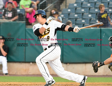 new-britain-bees-cant-complete-rally-against-blue-crabs-miss-chance-to-gain-ground-in-playoff-race