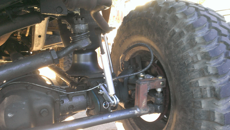 sway bar end links and tie rod anti-rotation, good shot of distance between roll axis and drag link...problem