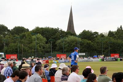 14C13089_Crowd at Cricketfield Rd