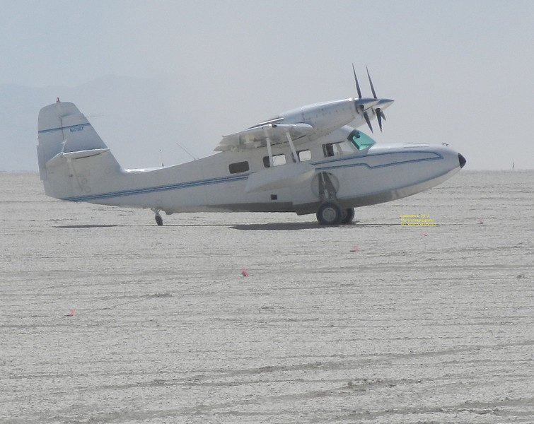 A real amphibian plane on the playa.