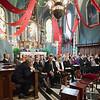 Dimanche 22 avril 2012, la messe du dimanche matin.<br /> La messe de 10h est donnée avec tous les choeurs de l'Association Saint-Henri (et la  Cécilienne d'Oron). <br /> Ici, les officiels dans la nef. Le président du Conseil d'Etat fribourgeois Georges Godel et son épouse, la présidente du Grand Conseil fribourgeois Gabrielle Bourguet, le préfet de la Veveyse Michel Chevalley, le préfet de la Glâne Willy Schorderet, etc.