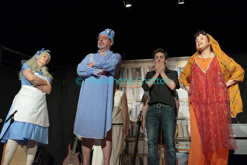 """Vendredi 20 avril 2012, Promasens, salle polyvalente: le spectacle intitulé """"L'coup du lapin"""" donné par la troupe du Cabaret d'Oron."""