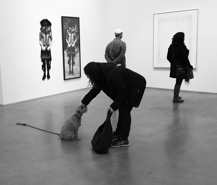 GALLERY VISITORS-BW
