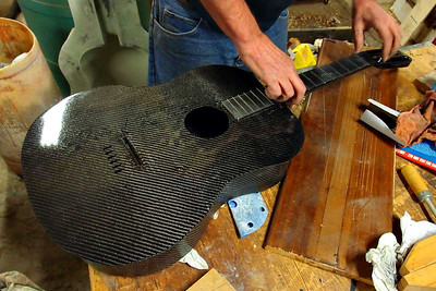 CF guitar - pressing in the frets