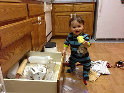 Playing with the kitchen drawers!