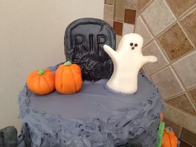 2014 10 - Halloween Cake (2)