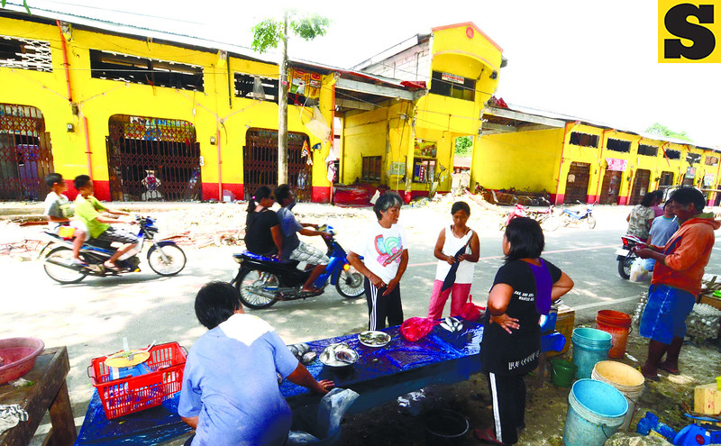 Townsfolk of Antequera, Bohol try to restore some normalcy in their lives. Vendors have gone back to selling but not inside the public market, which has been left structurally unsound after the earthquake. (Alex Badayos photo/Sun.Star Cebu)