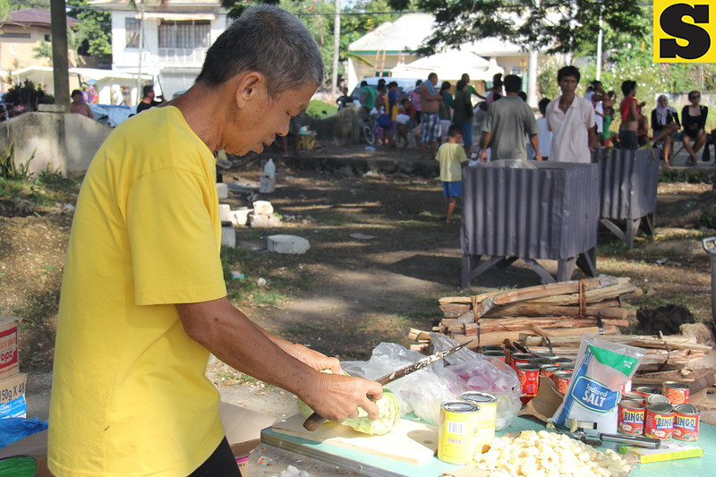 Volunteers preparing food for the evacuees who were displaced after a strong quake hit Loon, Bohol. (Armie Garde)