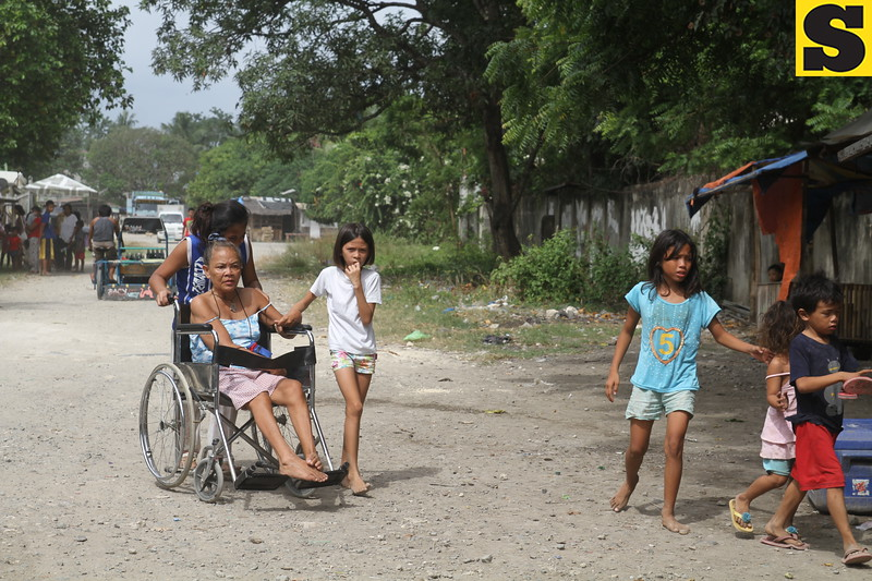 Residents of Pook, Talisay were out on the streets after the 7.2 earthquake hit Bohol and was strongly felt in most parts of Cebu Province.(Januar Yap/Sun.Star)