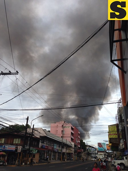 Black smoke from a fire that broke out Tuesday afternoon in Sitio Laray, Barangay Carreta, Cebu City. The Cebu City Fire Department received the alarm at 3:26 p.m. (Armie Garde/Sunnex)