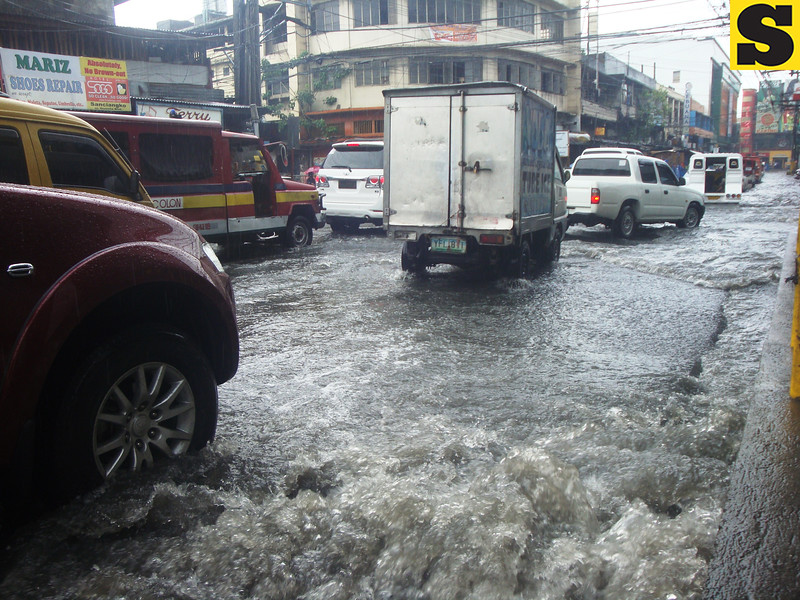 Vehicles heading downtown of Cebu City amid flooding