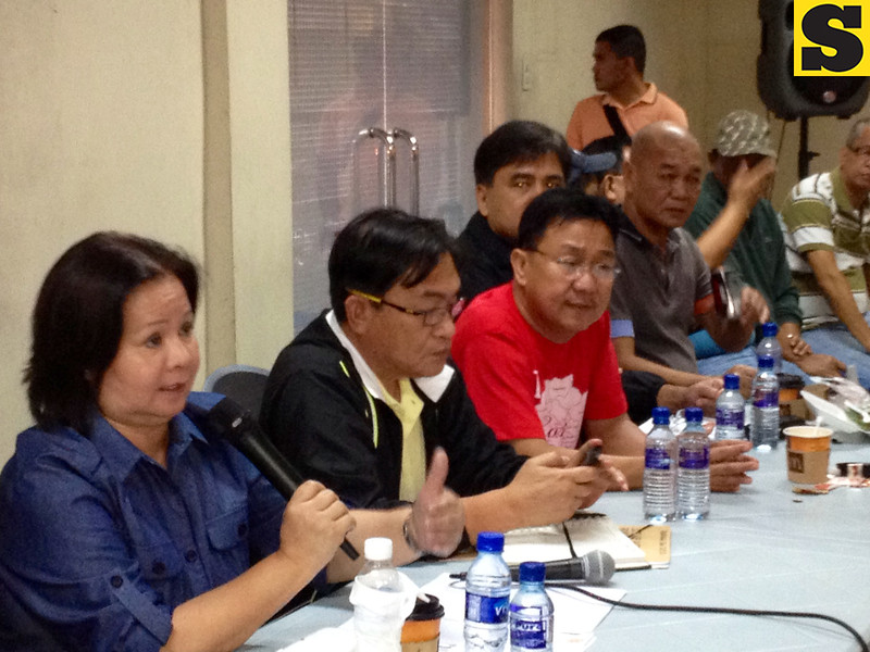 DISASTER RESPONSE. Gov. Lilia Pineda meets with chairmen of flooded villages to map up plans for evacuation, relief and rescue efforts during Thursday's briefing at the PDRRC center. Joining her are Board Member Nestor Tolentino, Guagua Mayor Ric Rivera and other officials.<br /> (Chris Navarro)
