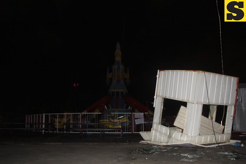 A 'tornado' hits Mandaue, Lapu-Lapu cities on Monday night, November 4, 2013. (Daryl D. Anunciado photo/Sunnex)
