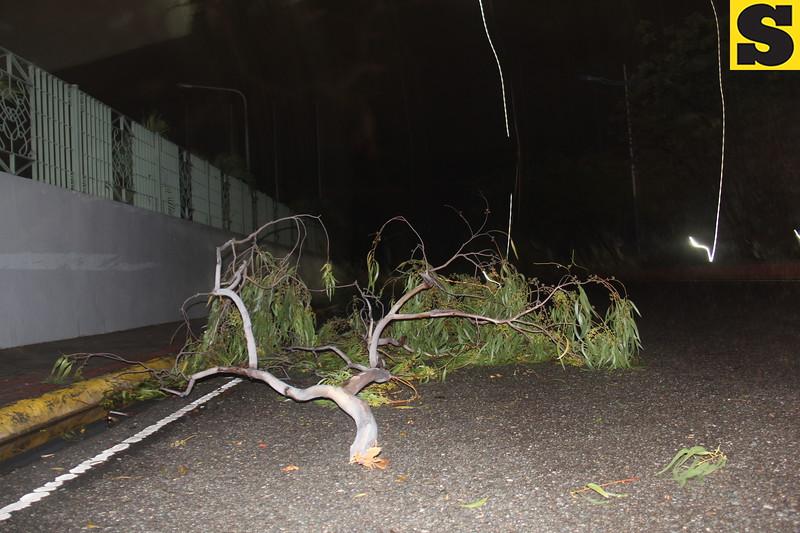 'Tornado' hits Mandaue, Lapu-Lapu cities on Monday night, November 4, 2013. (Daryl D. Anunciado photo/Sunnex)