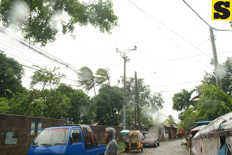CEBU. Typhoon Yolanda (international name: Haiyan) battered provinces in the Visayas on Friday. Strong winds were also felt in Barangay Cogon, Pardo, Cebu City. (Buen Josef Andrade/Sunnex)