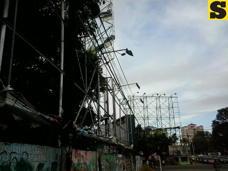 CEBU CITY. Tarpaulins in billboards along Cebu Business Park were lowered down as Typhoon Pablo was expected to hit Cebu.