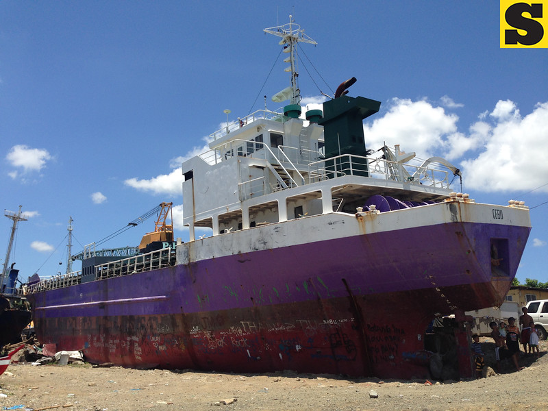 Vessel washed ashore in Tacloban by Yolanda