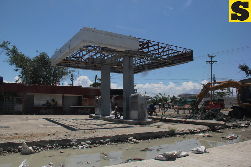 Gasoline station in Tacloban loses roof to Yolanda