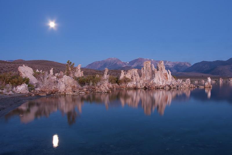 Mono Lake at predawn