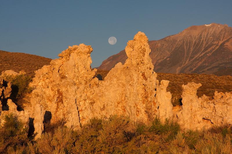 Mono Lake sunrise-moonset 1