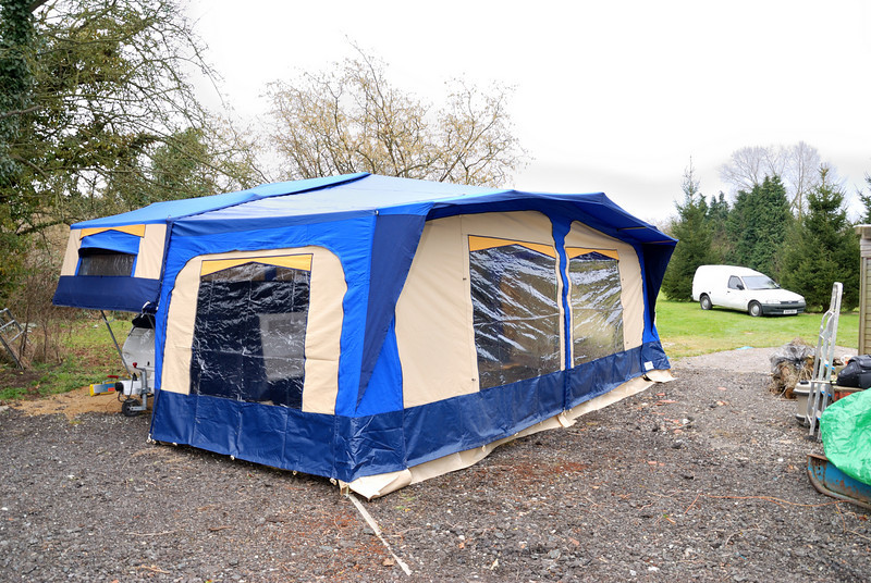 Note: we only put the awning up to show its size and condition, it was on hardstanding so we couldn't peg it down.
