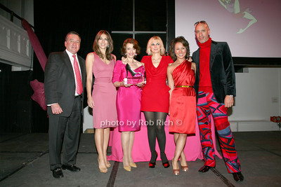 Al Smith, Elizabeth Hurley, Evelyn H. Lauder, Marisa Acocella Marchetto, Robert Verdi photo by R.Cole for   Rob Rich © 2009 robwayne1@aol.com 516-676-3939